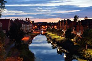 Фотография Англия Здания Водный канал Ночные Уличные фонари Деревья Beverley Yorkshire Города