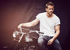 Картинки БМВ Мужчины Райан Рейнольдс Мотоциклист InStyle 2015 Matthew Brookes Знаменитости