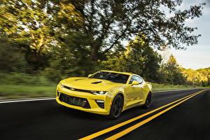 Картинка Chevrolet Дороги Желтый Скорость 2015 Camaro SS Автомобили