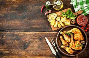 Фото Мясные продукты Овощи Картофель фри Перец овощной Курица запеченная Кетчуп Доски Пища