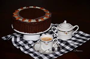Обои для рабочего стола Сладости Торты Кофе Шоколад Чашке Ложка Черный фон Продукты питания