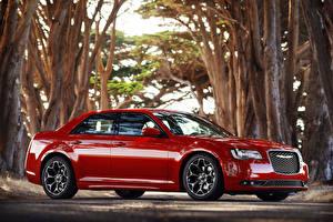 Фотографии Chrysler Роскошная Красная Металлик Сбоку 2015 Chrysler 300 S Автомобили