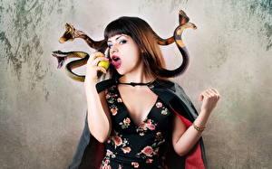 Красивые девушки фото со змеями