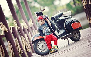 Обои Мальчики Кепка Дети Мотоциклы фото