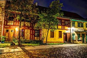Картинки Германия Берлин Дома HDRI Дерево Ночь Уличные фонари Улица Города