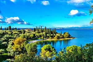 Обои Италия Пейзаж Озеро Дороги Небо Облака Gardasee Природа фото