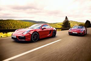 Фотография Porsche 2 Красная Движение 2014 911 Carrera 4 GTS Coupe 991 Автомобили