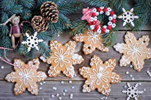 Фотографии Праздники Рождество Выпечка Печенье Ветки Шишки Снежинки