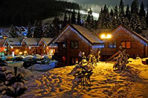 Фотография Зима Новый год Здания Ночь Снег Ели Гирлянда Города
