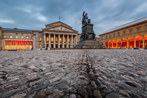 Фото Германия Скульптуры Камень Мюнхен Улица Городская площадь National Theatre Max-Joseph-Platz Города