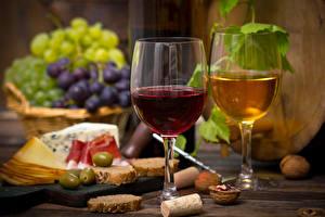 Картинки Напитки Вино Виноград Хлеб Сыры Орехи Ветчина Бокалы 2 Еда