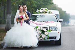 Фотографии Мужчина Влюбленные пары Вдвоем Невесты Платья Женихом молодая женщина