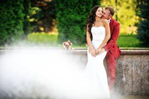 Картинки Любовники Мужчины 2 Женихом Невесты Платье Девушки