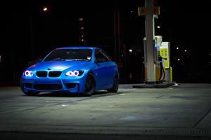 Картинка БМВ В ночи Синие 335i e93 Автомобили
