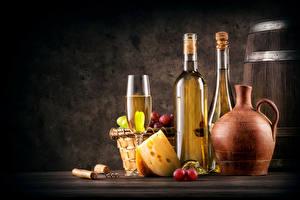 Картинка Напитки Вино Сыры Виноград Бутылки Бокал Кувшин Еда