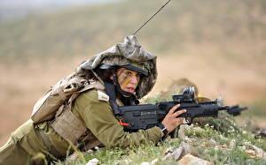 Картинки Солдаты Винтовки Армия Девушки