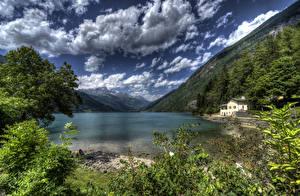 Обои Швейцария Озеро Пейзаж Горы Побережье Леса HDR Облака Lake Poschiavo Природа фото