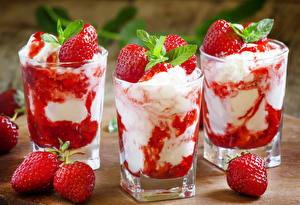 Картинки Сладости Мороженое Клубника Стакан Трое 3 Мята Продукты питания