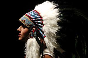 Фотография Перья Индейский головной убор Индейцы Девушки