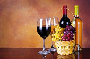Фото Напитки Вино Виноград Бутылка Бокал Корзинка Двое Продукты питания
