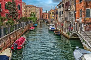 Картинка Италия Мосты Дома Катера Венеция Водный канал Улица Города
