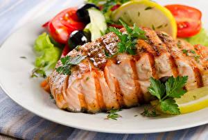 Картинки Морепродукты Рыба Овощи Тарелка