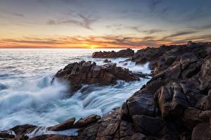 Картинки Море Рассветы и закаты Скала Горизонт Природа