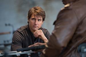 Картинки Миссия невыполнима Tom Cruise Мужчины Rogue Nation Ethan Hunt Ving Rhames Luther Stickell Кино Знаменитости