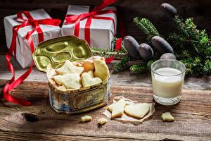 Фото Праздники Рождество Печенье Молоко Подарки Коробка Стакан Еда