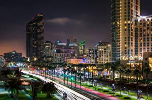 Картинки Америка Здания Небоскребы Сан-Диего Улица Пальма В ночи Уличные фонари Города