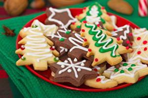 Картинки Новый год Печенье Крупным планом Тарелка Еда