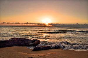 Картинка Море Берег Рассветы и закаты Горизонт Природа