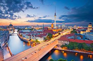 Картинки Берлин Германия Реки Мост Небо Дома Облака Сверху город