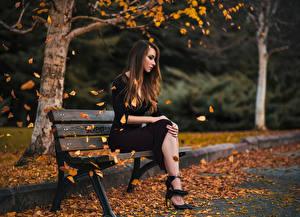 фото девушек в городе осенью