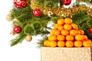 Фотографии Праздники Новый год Цитрусовые Мандарины Ветвь Шарики