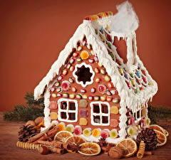 Фото Праздники Рождество Выпечка Здания Корица Пряничный домик Шишки