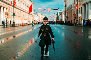 Фотография Солдаты Праздники День Победы Военный парад Улица Мальчики Дети Города