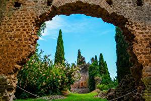 Фотографии Италия Сады Деревья Кусты Garden of Ninfa Nettuno Природа