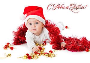 Фото Праздники Новый год Младенца Шапки Смотрят Дети