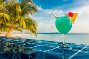 Картинка Коктейль Напитки Лето Тропики Море Пальмы Бокалы Пища