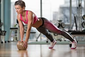 Фотографии Фитнес Мяч Отжимание Тренировка training ball Девушки