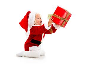 Картинка Новый год Младенца Униформе В шапке Подарков Дети