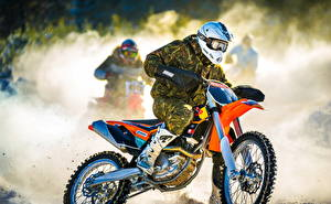 Картинка Шлем Мотоциклист Спорт Мотоциклы
