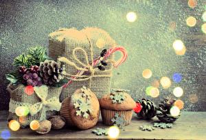 Картинка Праздники Рождество Пирожное Орехи Маффин Подарки Шишки Продукты питания