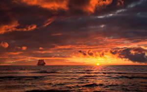 Фото Рассветы и закаты Море Корабли Облака Горизонт Солнце Природа