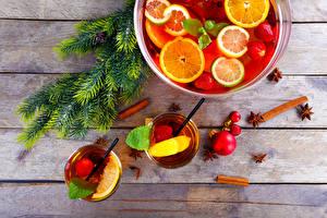 Фотографии Новый год Напитки Фрукты Корица На ветке Стакан Доски Пища