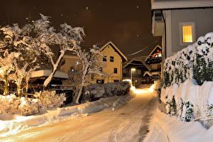 Картинка Словения Зимние Дома Дороги Улица Ночь Уличные фонари Снег Bled Города