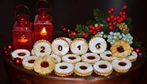 Обои Праздники Новый год Выпечка Печенье Свечи 2016 Ветки Шарики Еда фото