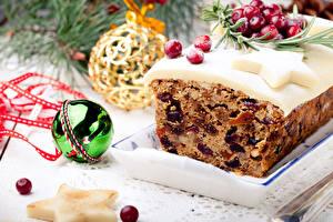 Обои Праздники Новый год Выпечка Капкейк кекс Кекс Изюм Шарики Еда фото