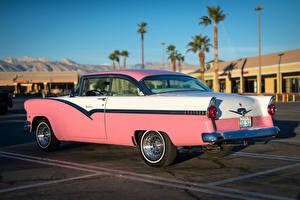 Фотографии Ford Винтаж Розовая Стоянка 1956 Victoria Автомобили
